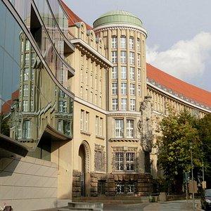 博物馆位于图书馆新馆
