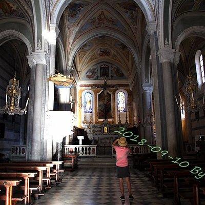五渔村公园中第三村Corniglia中的Chiesa di San Pietro。