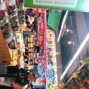 春节前夕,超市异常火爆……