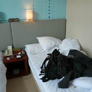 这是标准的双人床