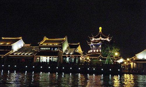 护城河夜景