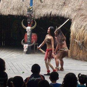 原始部落有野人舞