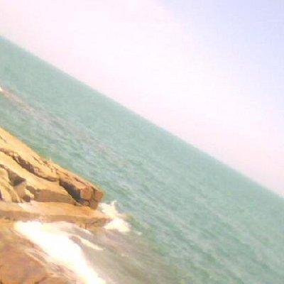 手机像素不高,没办法将海本身的颜色展现,但那颜色深印在我心中!