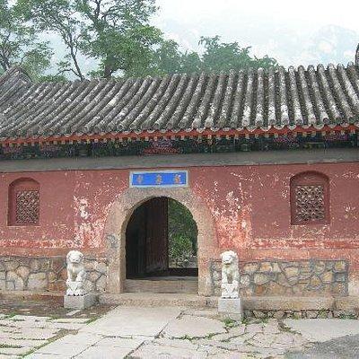 龙泉寺正门