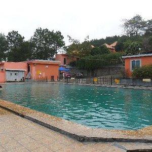 游泳池温泉