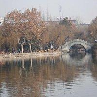 公园湖心桥