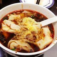 汤浓香辣的红汤馄饨
