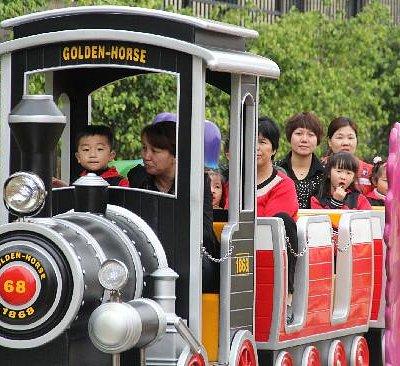 很好的一个亲子游乐火车,大人小孩都可以玩!