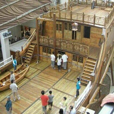 中国航海博物馆大厅中的福船