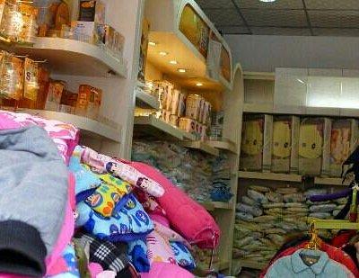 专门卖儿童衣物用品,当地很有名的