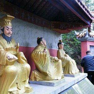 钟鼎寺的佛像