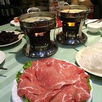 纯豆浆锅和肥牛,特别便宜,味道比较醇厚