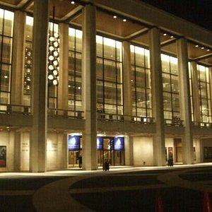 夜色中的纽约歌剧院