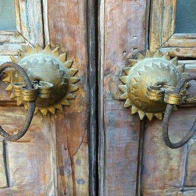 永安寺里的木门