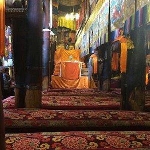 桑顶寺的经堂