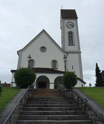 从皮拉图斯山下来,我们偶遇了这座教堂。空无一人,肃然起敬。
