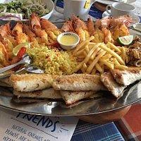食物很好吃,服务很好,四个人吃了两万一千奈拉,吃的好饱,海鲜很新鲜,还有赠送餐前面包,性价比很高