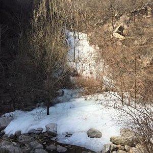 3月底去的,还有雪,没啥人,风景不错,路比起一般的景点难走一些。