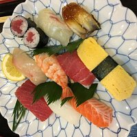 离东福寺很近,JR车站旁。点了两盘寿司,好吃得很。好像还得奖了哦
