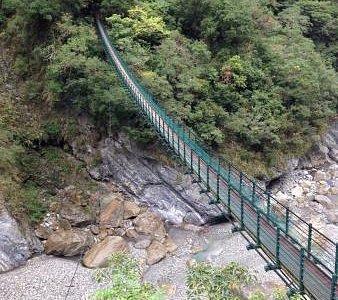 吊桥是步道的起点