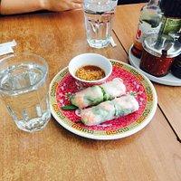 如果你是中国人而且能吃牛筋和百叶黄喉的话 必点八号米线太好吃了!