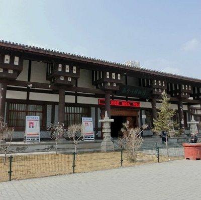 旁边是西宁市博物馆