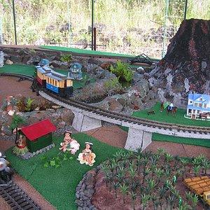 1 of 3 model train sets