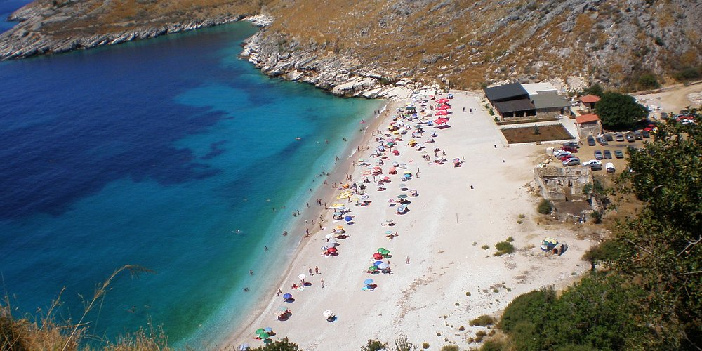 a beach between Vlora and Sarand\a