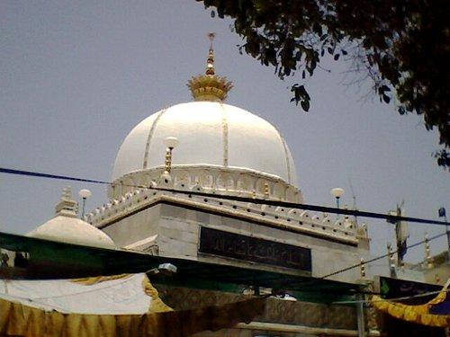 Main Dargah Tomb