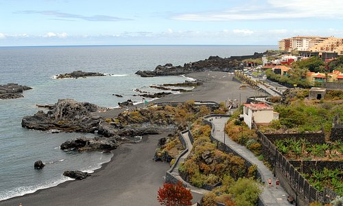 The black beach of Los Cancajos with the Hacienda San Jorge in the right mid/rear ground.