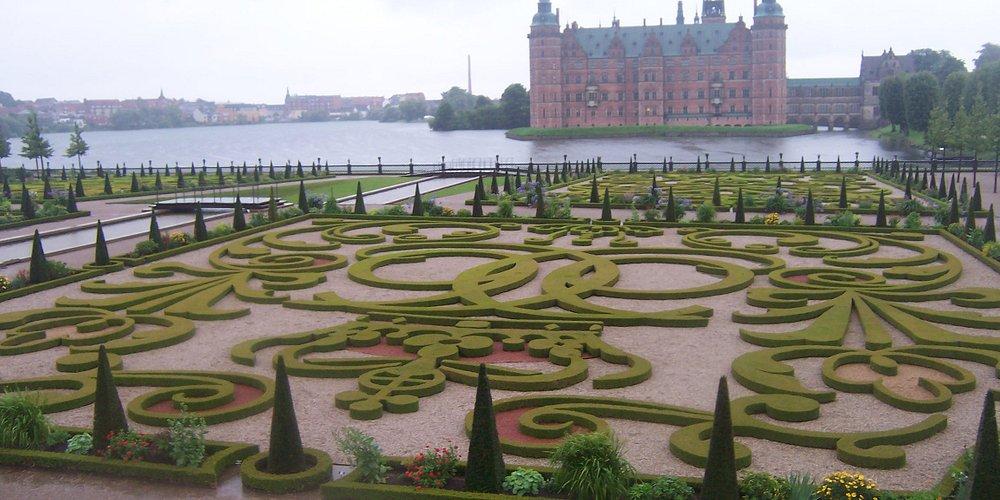 Frederiksborg Slot, con bellos jardines