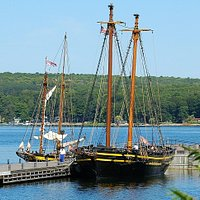 Discovery Harbour is home to the replica British sailing ships H.M.S. Tecumseth and H.M.S. Bee
