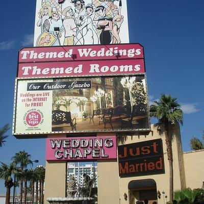 Front of the Viva Las Vegas Wedding Chapel