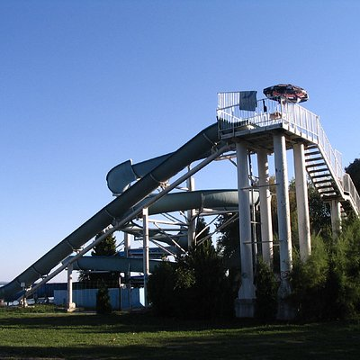 2 amazing slides that go right into the lake
