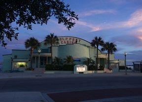 Guldport Casino at Dusk