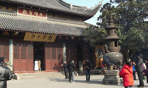 一つ目の仏殿