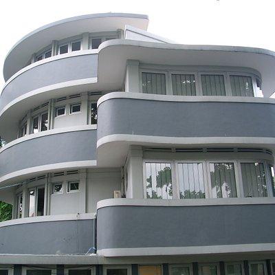 Beautiful Art Deco Lines