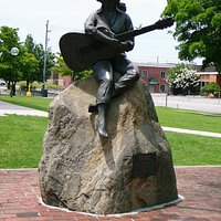 Dolly Parton Statue on Sevierville Court House Lawn