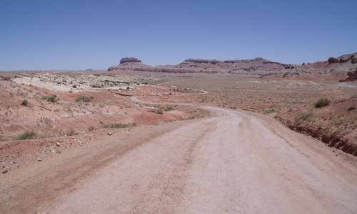 Road heading toward Goblin Valley SP