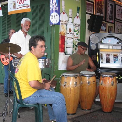 more live latin music in the open-air cafes at La Placita