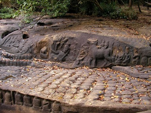 Reclining Vishnu surrounded by many rows of lingas, Kbal Spean