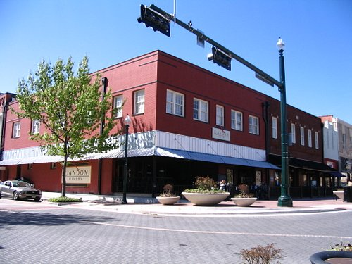 Landon Winery on Downtown Square
