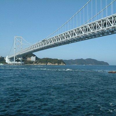海から見た橋