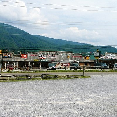 Entrance to Wears Valley Village