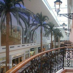vue des balcons du C.C Plazza Las Americas (env. 300 boutik)