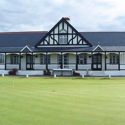 Putting Green and Clubhouse