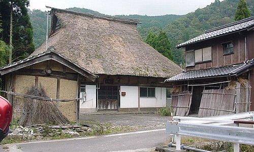 かやぶき屋根の民家
