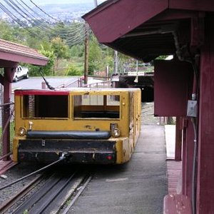 Cable car for getting down in the mine
