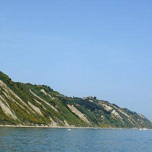 Monte San Bartolo visto dal mare