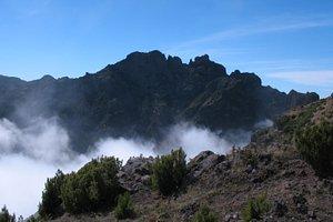 Mountain ridge from the path to Pico Ruivo